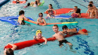 Leerlingen De Puzzel zwemmen centen bij elkaar voor Tondeldoos