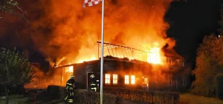 Drama voor gezin in Heukelom: grote brand verwoest woonboerderij, dj-spullen in vlammen op