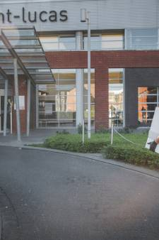 Kabir (32) bereidt heilzame bouillon voor verplegers AZ Sint-Lucas