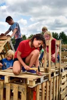 Ouders moeten handen uit de mouwen steken om 'fantastische huttenbouwweek' door te laten gaan