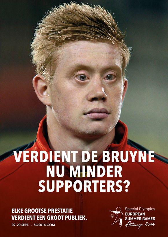 Het campagnebeeld van Rode Duivel Kevin De Bruyne met Down uit 2014. De ogen op de foto zijn die van Christophe Swaenepoel.