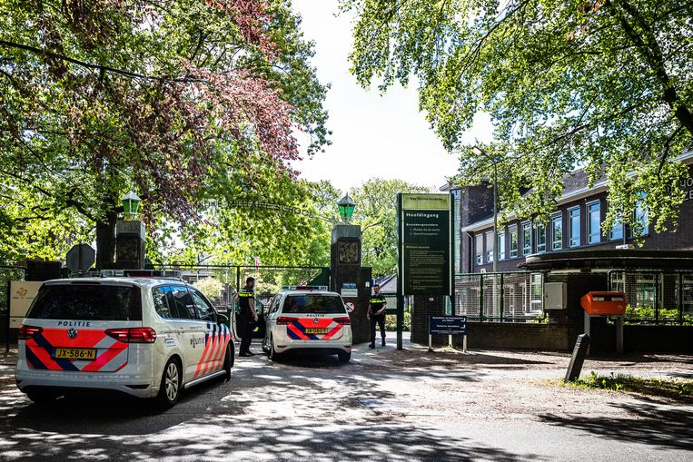 Het AZC in Weert, waar de gemeente Weert, het Coa en de politie vorige maand spoedberaad hielden vanwege de vele geweldsincidenten. Beeld Rob Engelaar / ANP