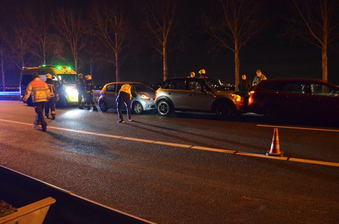 Drie auto's betrokken bij een ongeval op de A20 richting Rotterdam.