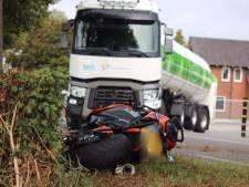 Motorrijder gewond bij botsing met vrachtwagen in Steenderen