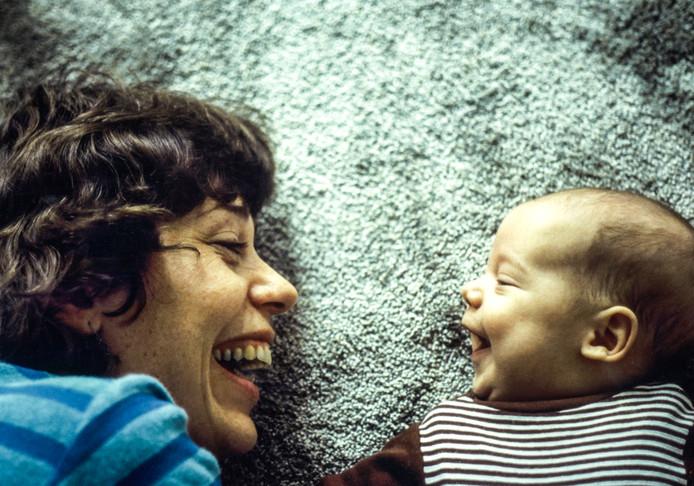 1981: Moeder Joke en zoon Nils.
