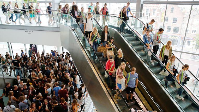 Studenten tijdens de eerste dag van de Utrechtse introductieweek UIT. Beeld anp