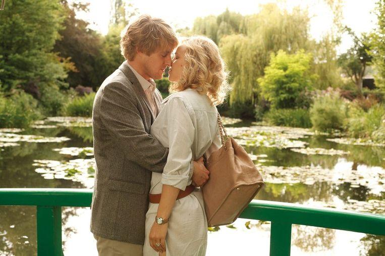 Owen Wilson en Rachel McAdams in Midnight in Paris, van Woody Allen. Beeld epa