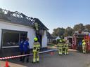 De Millingse brandweer blust dinsdagochtend 'na' bij Het Kleine Winkeltje.