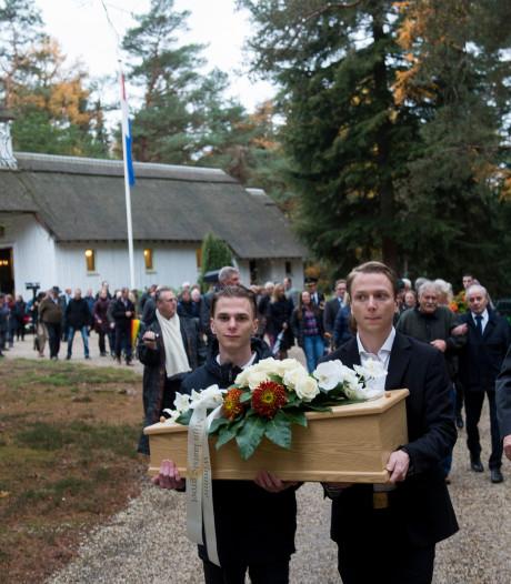 Bijzonder eerbetoon voor Zwolse verzetsheld tijdens herbegrafenis in Loenen