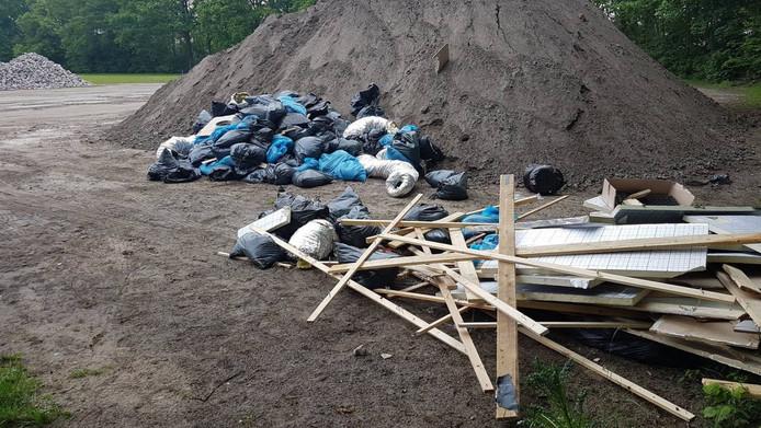 Resten van hennepkwekerij gedumpt