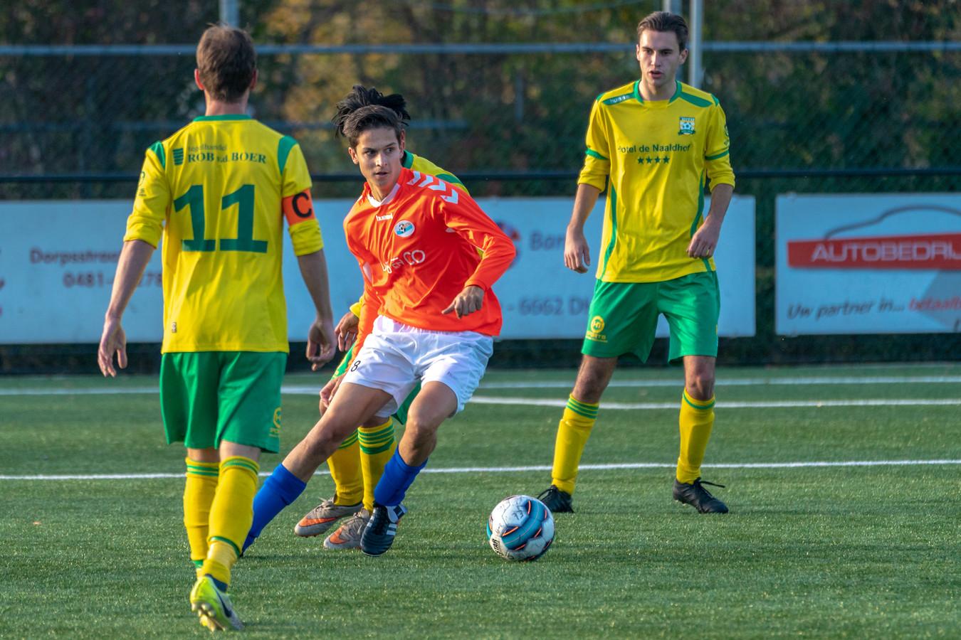 Ryan van Haaren, hier aan de bal tegen Cito, scoorde de winnende treffer voor Elistha tegen SC Valburg (2-1).