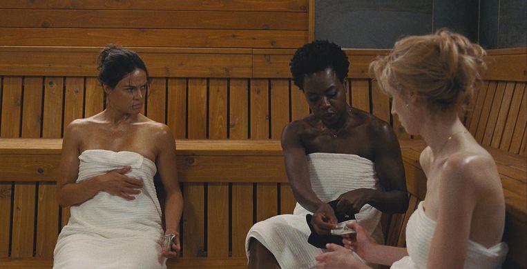 Van links naar rechts: de actrices Michelle Rodriguez, Viola Davis,en Elizabeth Debicki  in Widows. Beeld Twentieth Century Fox