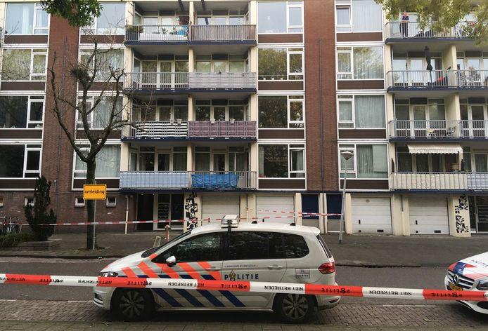 Een woning in de Naaldwijkstraat in Slotervaart is vannacht beschoten.