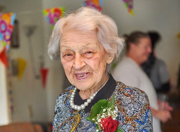 Mevr. Anna Catharina van der Pol uit Oss is 100 jaar geworden. Fotograaf: Van Assendelft/Jeroen Appels © Van Assendelft
