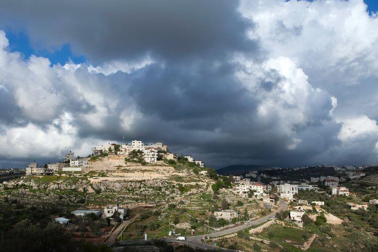 Het Palestijnse dorp Ras Karkar op de Westoever is een relatief welvarend dorp. De meeste inwoners werken in de bouw in Israël. Formeel valt het dorp onder controle van de Palestijnse Autoriteit. Beeld Geert van Kesteren