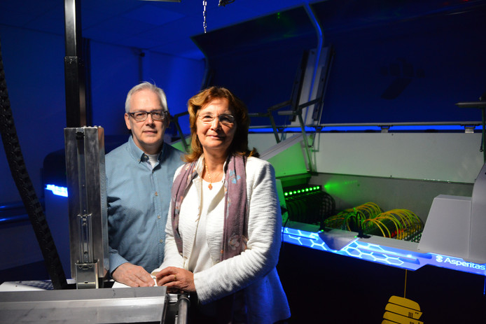 Oprichters Willem Jan Withagen en  Lizette van Broekhoven van EcoRacks in het nieuwe datacenter.