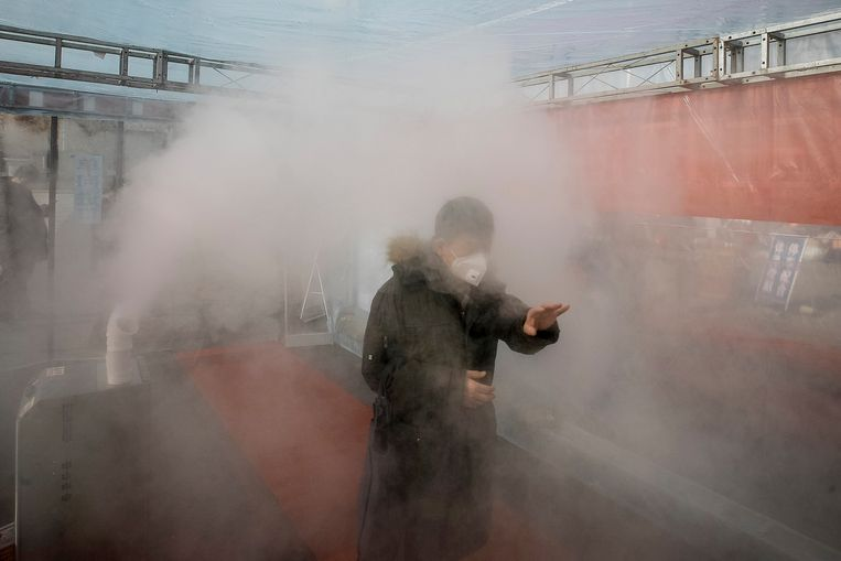 Ontsmettende spray wordt ingezet in Tianjin.