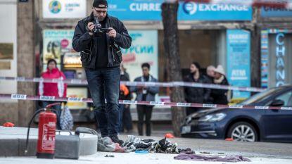Man probeert zichzelf op plein in Praag in brand te steken, voorbijgangers doven de vlammen