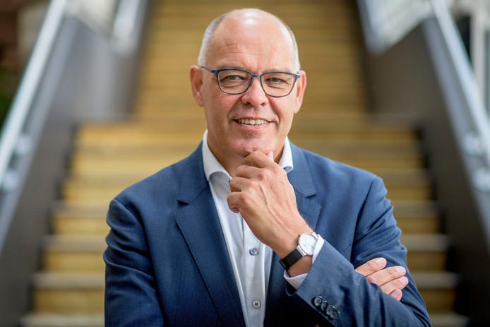 Kees Meijer, directeur van het Orkest van het Oosten, maar per 1 augustus gemeentesecretaris in Enschede.