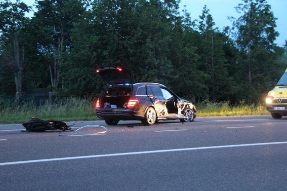 De Mercedes liep zware schade op