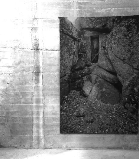 Grijs, grijzer grijst. Imponerende wandkleden van Frans Beerens in silo's Veghel