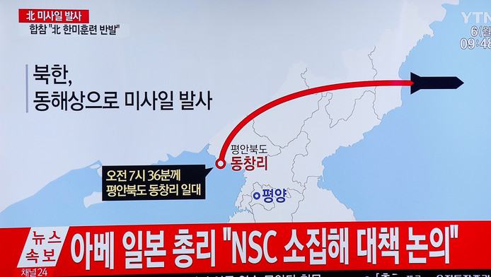 757709d520e Zuid-Koreaanse televisiebeelden over de lanceringen maandagochtend.