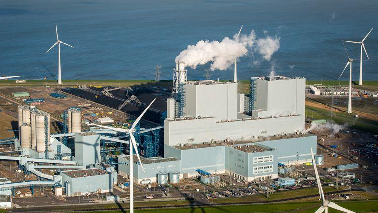 De kolencentrale van RWE/Essent in Eemshaven. Het Rijk koopt negentig procent van haar stroom uit traditionele kolen- en gascentrales. Beeld anp