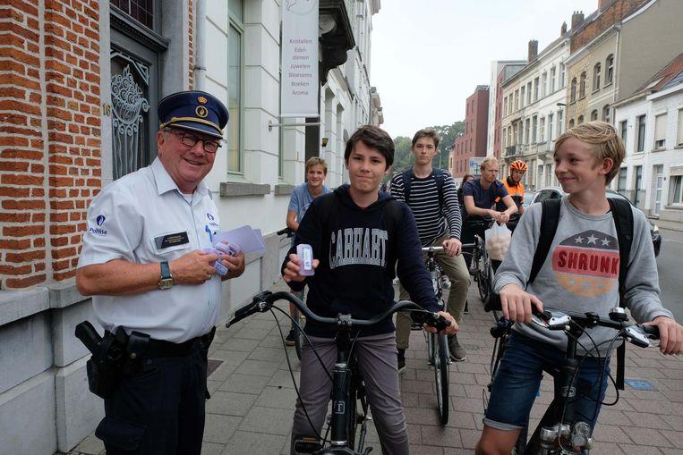 Commissaris Roger Berckmans van De Buurtpolitie kwam mee een oogje in het zeil houden.