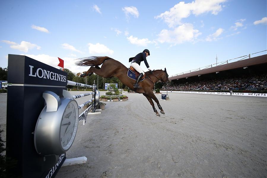 Harrie Smolders en Don VHP in actie op de Global Champions Tour in Valkenswaard.