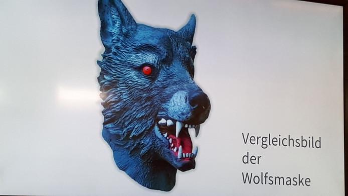 Le masque de loup en question, tel que présenté par la police allemande