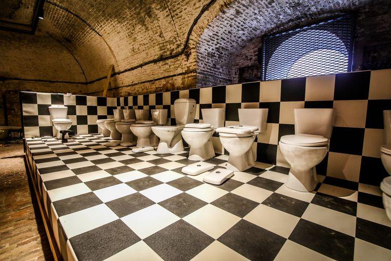 Ga op zoek naar Spiekpietjes en Spiekgrietjes in Fort Napoleon. Misschien zit er wel eentje verstopt in deze toiletpotten.