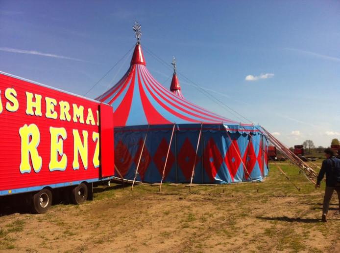 Van circustent tot pipowagen, alles van circus Herman Renz is in Uden te zien en te koop.