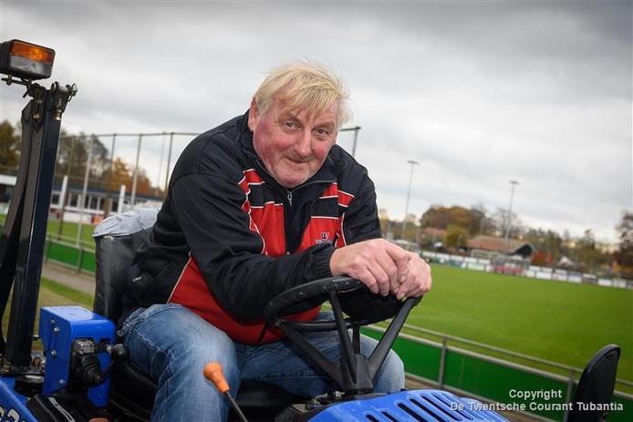 John van der Worp. Hij is de trotse winnaar van de regio en maakt kans op de landelijke hoofdprijs van 10.000 euro voor de club.