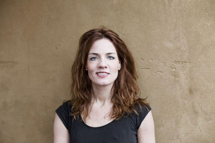 Ilse Warringa krijgt lovende kritieken op haar rol als juf Ank in De Luizenmoeder.