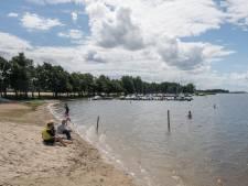 Blije campingbaas in Hulshorst zit na hoosbuien weer met zwemwaarschuwing