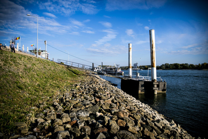 Het waterpeil van de Rijn bij Lobith  is historisch laag.