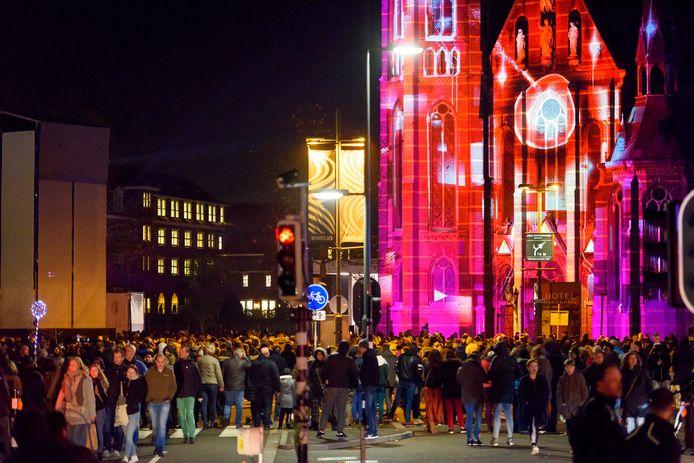 Drukte bij lichtkunstfestival Glow in november 2019.