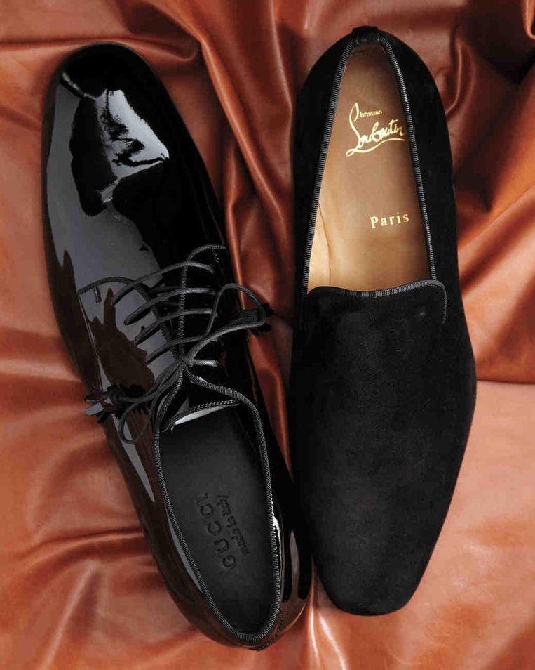 Hefners schoenen van Gucci en pantoffels van Christian Louboutin. Beeld