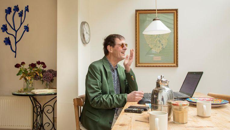 Hannes Wallrafen in zijn huis, gefotografeerd door vriend Taco Anema. Beeld null