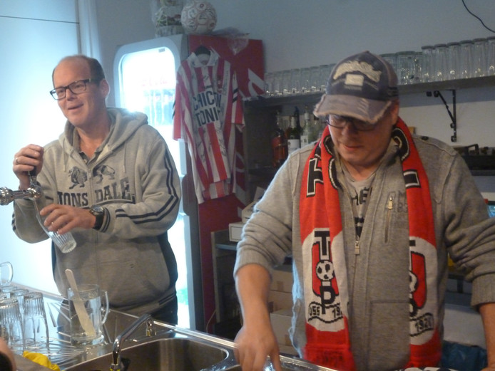 Johnny Heesbeen (links) en Paul Janssen runnen het nieuwe supportershonk.