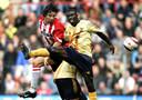 2004: John de Jong als speler van PSV in duel met Ajacied Anthony Obodai.