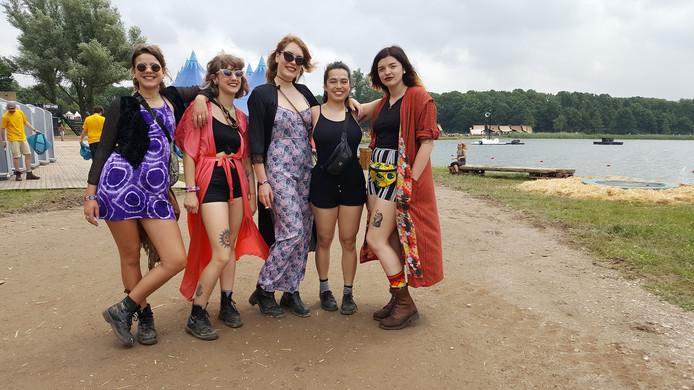 Vijf meiden uit Amsterdam.
