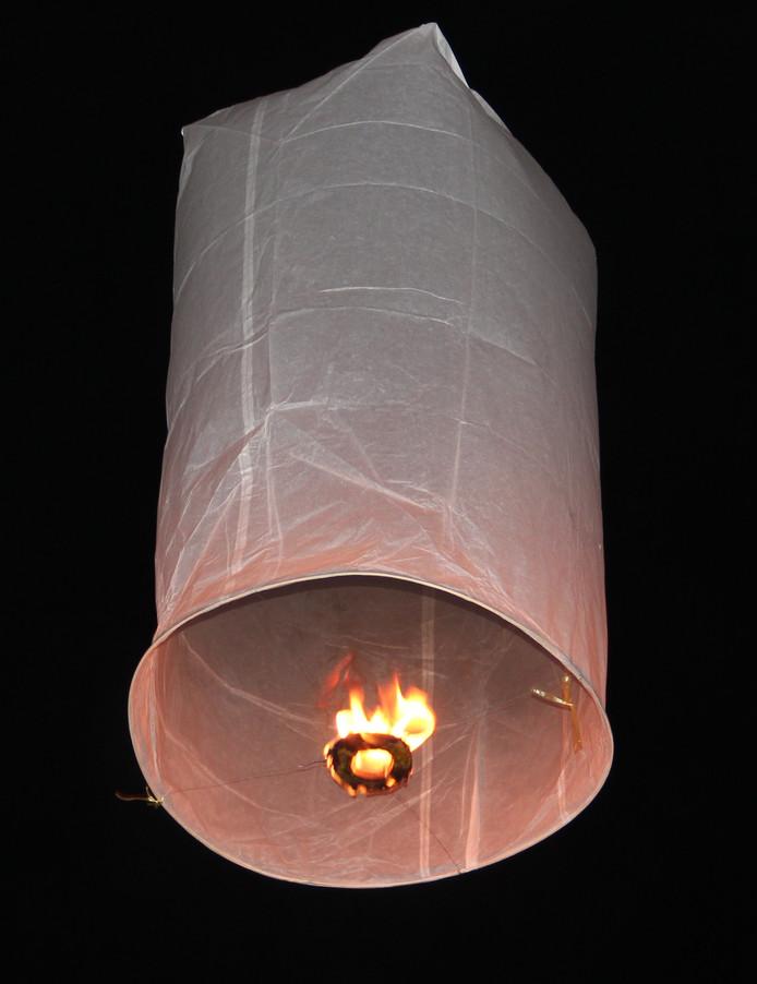 Een wensballon, met onderin een soort waxinelichtje.