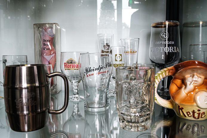 Jean-Pierre Herincx houdt een tentoonstelling van zijn bierglazen in het heemmuseum van Schelle.
