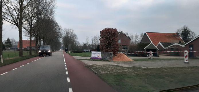 Het afgesloten erf van de boerderij aan de Oude Winterswijkseweg in Vragender.
