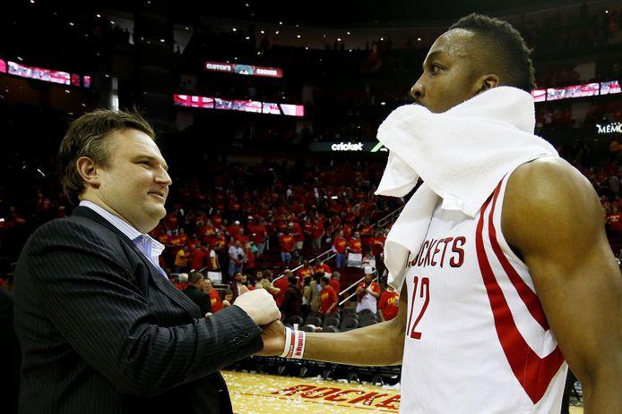 Daryl Morey, general manager van de Houston Rockets, hier op een archieffoto met Dwight Howard (r).