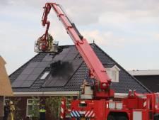 Zonnepanelen op dak woning in Apeldoorn in brand