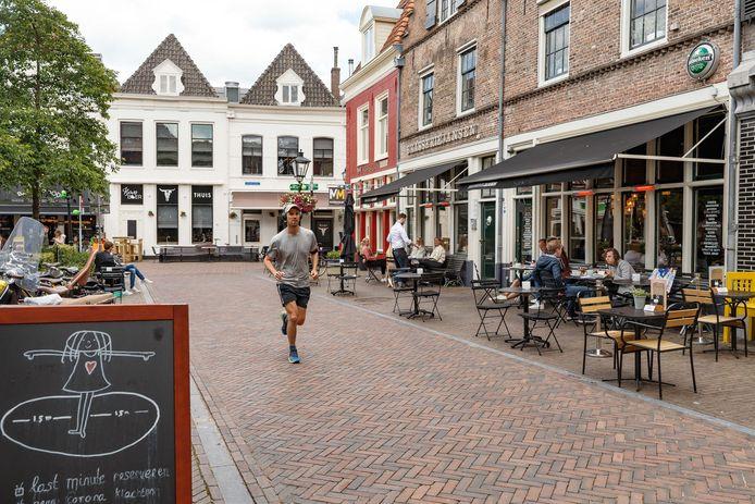 Terrassen krijgen in Zwolle sinds 1 juni niet alleen meer ruimte, de uitbaters hoeven ook over het hele jaar geen terrasbelasting te betalen.