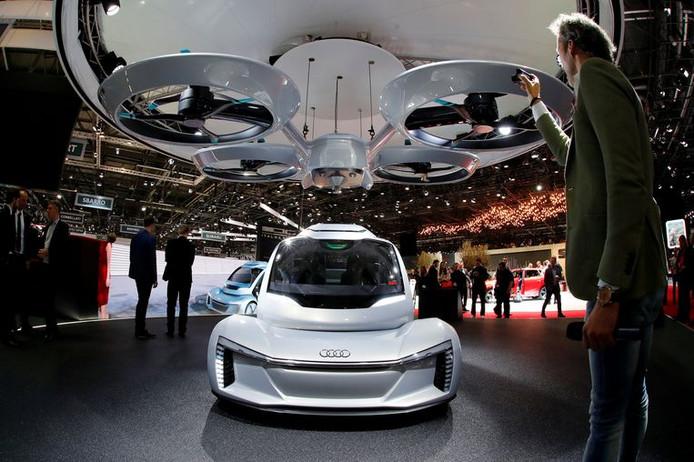 De Pop.Up, een concept van Audi, Airbus en Italdesign voor een vliegende taxi, werd onthuld tijdens het autosalon van Genève in Zwitserland.