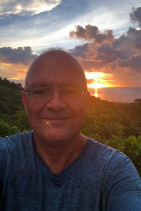 Vastzitten op een paradijselijk eiland zónder corona, het kan: Roeland uit Rosmalen woont in een dagdroom